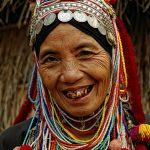 Жена от племето ака
