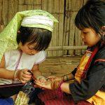 Момичета от племето карен