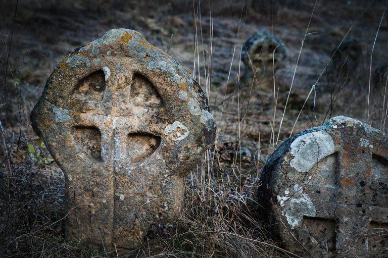 Средновековни каменни кръстове край село Гърло