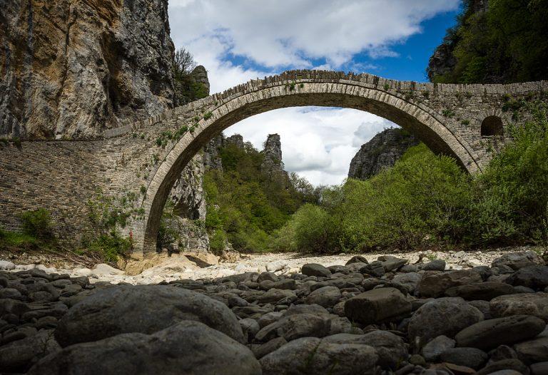 Мостът Кокорос