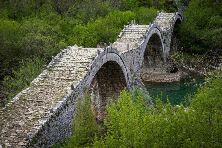 Мостът Плакидас