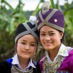 Характерните шапки на племето хмонг