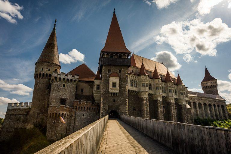 """Замъкът """"Корвинилор"""" в Хунедоара, Трансилвания"""
