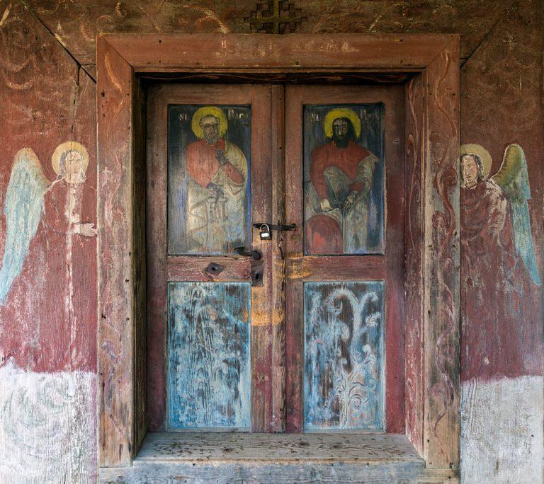 Врата на дървена църква в Пойениле Изей, Марамуреш