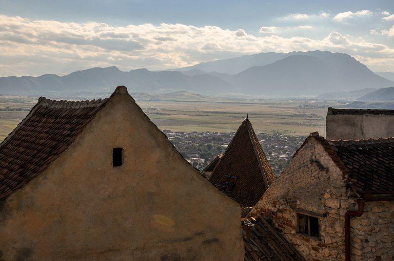 """Гледка към Карпатите от крепостта """"Ръшнов"""""""