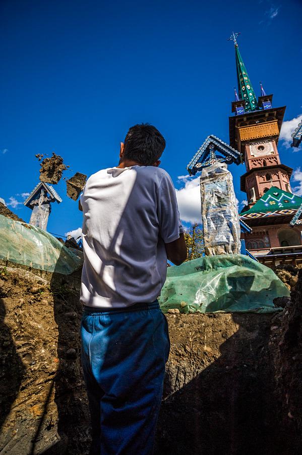 """Веселото гробище в """"Сапънца"""", Марамуреш"""
