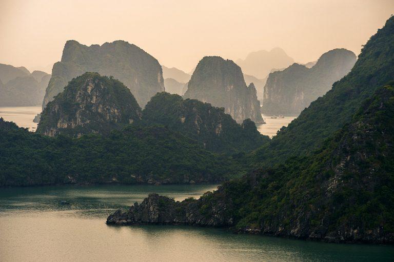 Заливът Ха Лонг